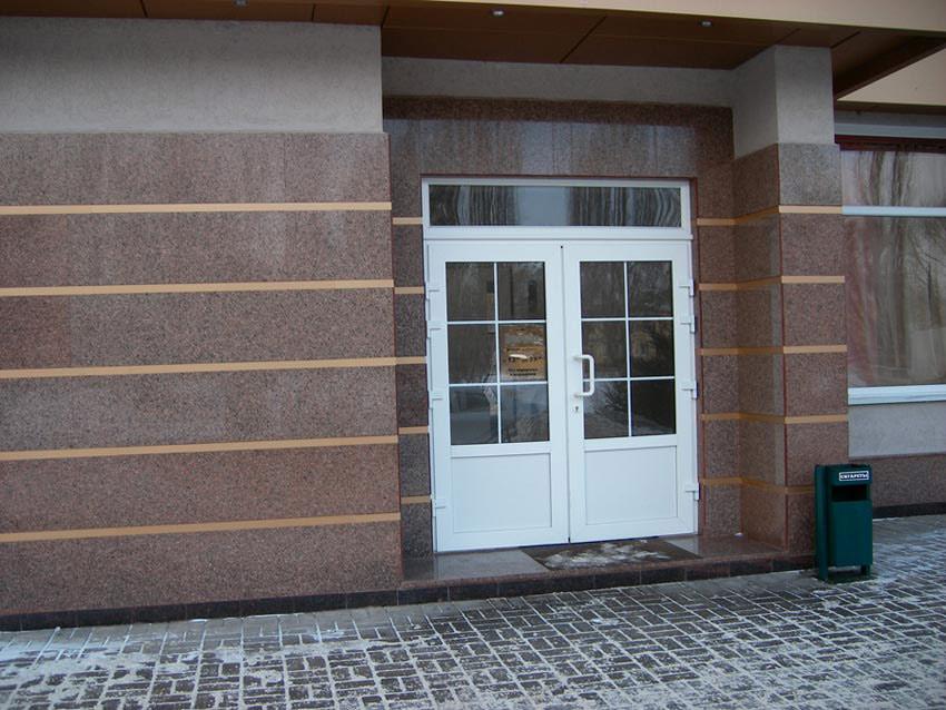 Гранит: интерьер, фасад и подъездные пути